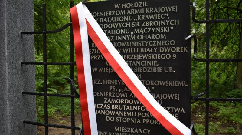 Uroczyste odsłonięcie tablicy pamiątkowej w Konstancinie