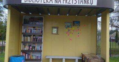 Biblioteka na przystanku Uwieliny