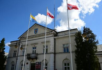 Flaga Mazowsza w Górze Kalwarii