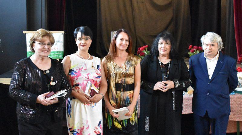 """Odznaka """"Zasłużony dla kultury polskiej"""" została przyznana Ewie Jowik i Agnieszce Lis"""